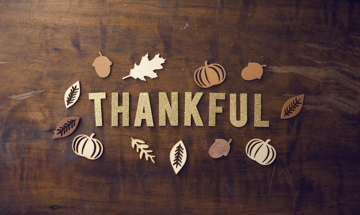 thankful design on wood board